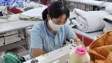 Công nhân ngành may không còn phải lĩnh thưởng Tết bằng 'quần đùi, áo may ô'