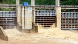 Nước về hồ dâng cao, nhà máy Thủy điện Bản Ang thông báo xả lũ