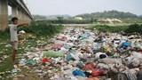 Rác thải ngập bãi sông Lam đoạn qua Thanh Chương