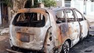 Bắt nhóm thanh niên ném bom xăng đốt ôtô Innova