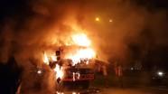 3 người thoát chết khi xe tải bốc cháy ngùn ngụt