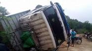 Lật xe tải ở Lào khiến 2 người Nghệ An tử vong