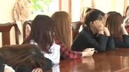 Nhiều thiếu nữ múa khiêu dâm tại quán karaoke