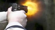 Người đàn ông nổ súng bắn tình địch vì ghen