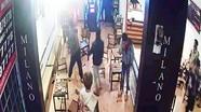Nhóm thanh niên bị chém dã man trong quán cà phê