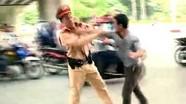 Người đàn ông tấn công cảnh sát để 'giải cứu' bạn nhậu