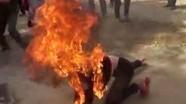 Nửa đêm con khóc, chồng đổ xăng đốt vợ sau tiếng cãi vã