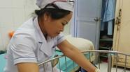 Bé sơ sinh bị mẹ nhiễm HIV bỏ rơi tại viện
