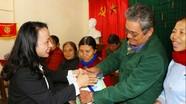 Trao quà Tết cho 50 hộ nghèo, gia đình chính sách ở Hưng Nguyên