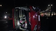 Lật xe chở khách về quê ăn Tết, 20 người bị thương