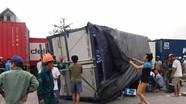 Dừng xem tai nạn chết người, 5 người bị xe tải lật trúng tử vong