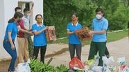 Người dân Nghệ An mang chuối, nhút, rau xanh ủng hộ khu cách ly phòng, chống Covid-19