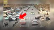 Ông xuống ôtô cứu người, cháu lái xe chèn nạn nhân lần hai