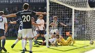 Tottenham thua đội bét bảng, lỡ cơ hội vượt mặt Liverpool