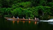 Bộ đội Đồn biên phòng Môn Sơn tuần tra trên sông Giăng