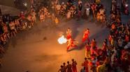 Biểu diễn thổi lửa đêm Trung thu