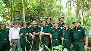 Những người lính già cõng đá lên núi dựng bia tri ân đồng đội