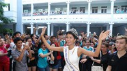 Trường cũ chào đón Hoa hậu H'Hen Niê về thăm