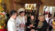 Vợ chồng NSND Hồng Vân xúc động trong lễ cưới của con gái