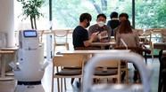 Quán cà phê thuê robot để phục vụ giãn cách xã hội