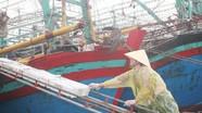 Ngư dân tiêu thụ hải sản trước khi áp thấp nhiệt đới mạnh lên thành bão