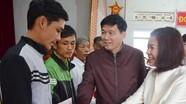 Ban Tuyên giáo Tỉnh ủy tặng quà Tết người nghèo ở Thanh Chương, Nam Đàn.  