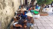 Người dân làng biển Sơn Hải làm cá cơm gửi vào vùng lũ