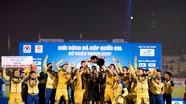 Nhìn lại chức vô địch Cúp QG 2017 của Nguyên Mạnh, Ngọc Hải, Phi Sơn trong màu áo SLNA
