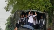 Bộ CHQS tỉnh Nghệ An điều động xe quân sự đưa học sinh về nhà