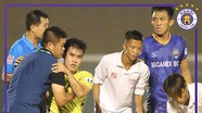 Cầu thủ Hà Nội bị ném lên cáng dính chấn thương nặng; Việt Nam nguy cơ mất Công Phượng ở AFF Cup