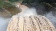Cử tri Con Cuông yêu cầu thủy điện bồi thường vì xả lũ làm mất đất