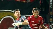 Văn Lâm có thể bị bán khỏi Muangthong United; Quang Hải và đồng đội nhận tin cực vui trong mùa dịch