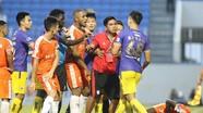 Trợ lý HLV Đà Nẵng dằn mặt cầu thủ Hà Nội; Trọng tài đi tù vì quả phạt đền tưởng tượng