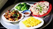 Phan Văn Đức trổ tài nấu nướng ngày Tết