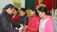 Ban Dân vận Tỉnh ủy tặng quà Tết cho người nghèo tại Quỳ Châu