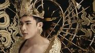 Mẫu Việt mang trang phục dát vàng nặng 40kg thi Nam Vương 2018