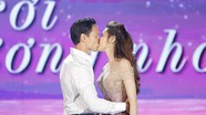 Kim Lý khóa môi ngọt ngào Hồ Ngọc Hà trước hàng ngàn khán giả