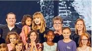 Taylor Swift mời 2.000 trẻ em mồ côi dự tổng duyệt tour diễn