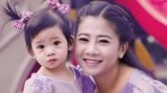 Diễn viên Mai Phương được tặng thuốc đặc trị ung thư và hơn 850 triệu đồng