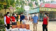 Hội Chữ thập đỏ Nghệ An trao quà các gia đình vùng bị phong tỏa do dịch Covid-19