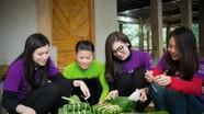 Nghệ An: Cán bộ đoàn làm thuê, gom tiền gói bánh chưng Tết tặng người nghèo