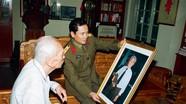 Khoảnh khắc bình dị của Tướng Giáp qua ống kính nghệ sỹ nhiếp ảnh người Nghệ