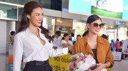 Hoa hậu Hoàn vũ Pia và Lan Khuê nổi bật ở sân bay Tân Sơn Nhất