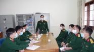 Bộ CHQS tỉnh kiểm tra, động viên và tặng quà cán bộ, chiến sỹ tại khu cách ly
