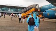 Sân bay Vinh mở cửa trở lại, nhiều hành khách được về quê sau thời gian 'mắc kẹt'
