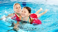 Mẹo tắm hồ bơi an toàn với trẻ nhỏ