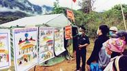 Bộ đội vùng biên Nghệ An vẽ tranh tuyên truyền phòng, chống dịch Covid-19
