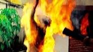 Hai vợ chồng bốc cháy như ngọn đuốc trong nhà trọ