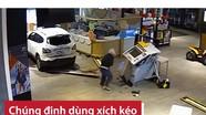 'Choáng' với đoạn camera quay kẻ cướp lùi ô tô, phá cây ATM