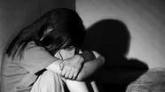 Ngủ chung phòng sau đám vui, nữ sinh 12 tuổi bị hiếp dâm